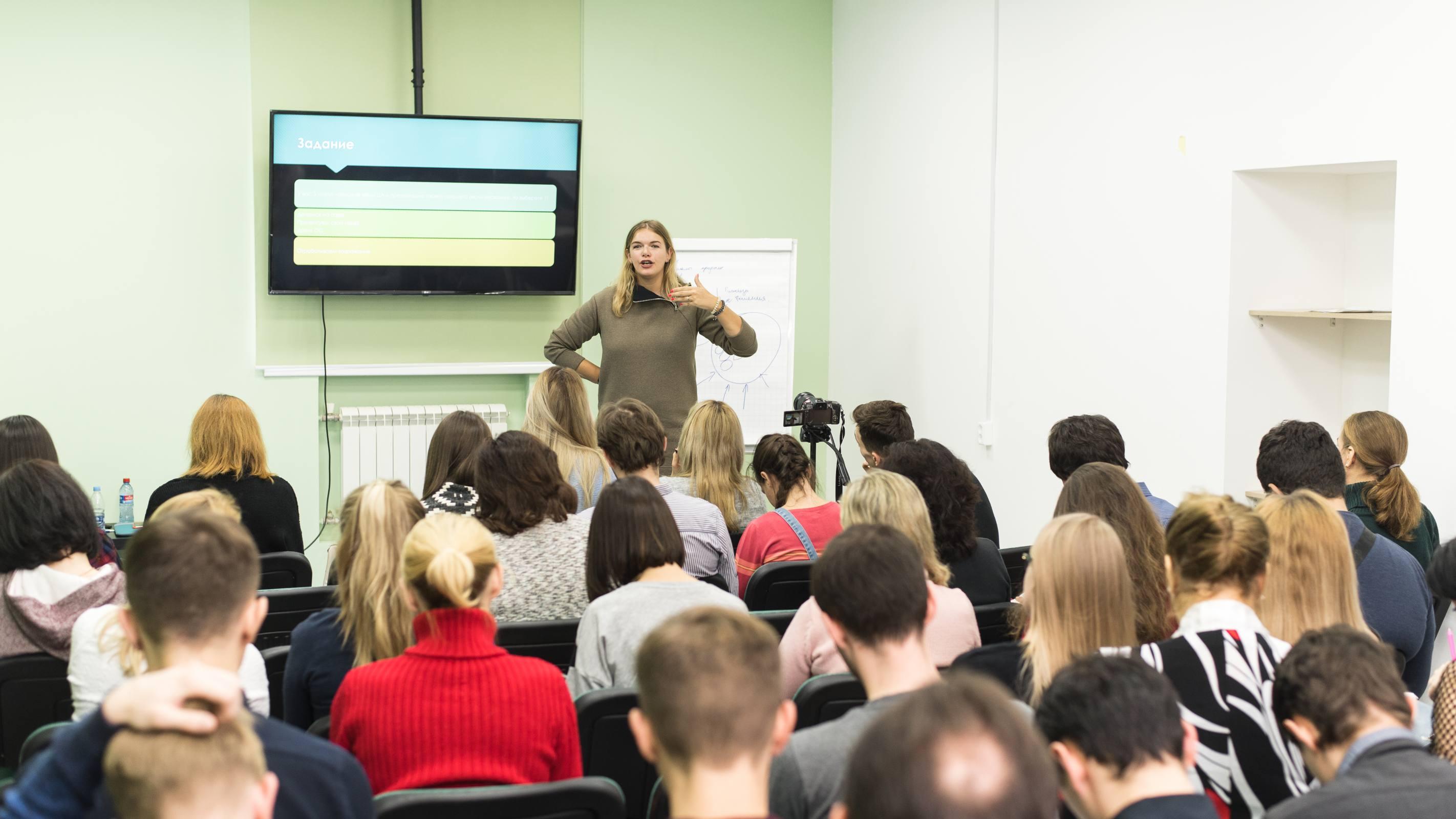 Занятие Стартап-акселератора PROБизнес с Еленой Ленсу