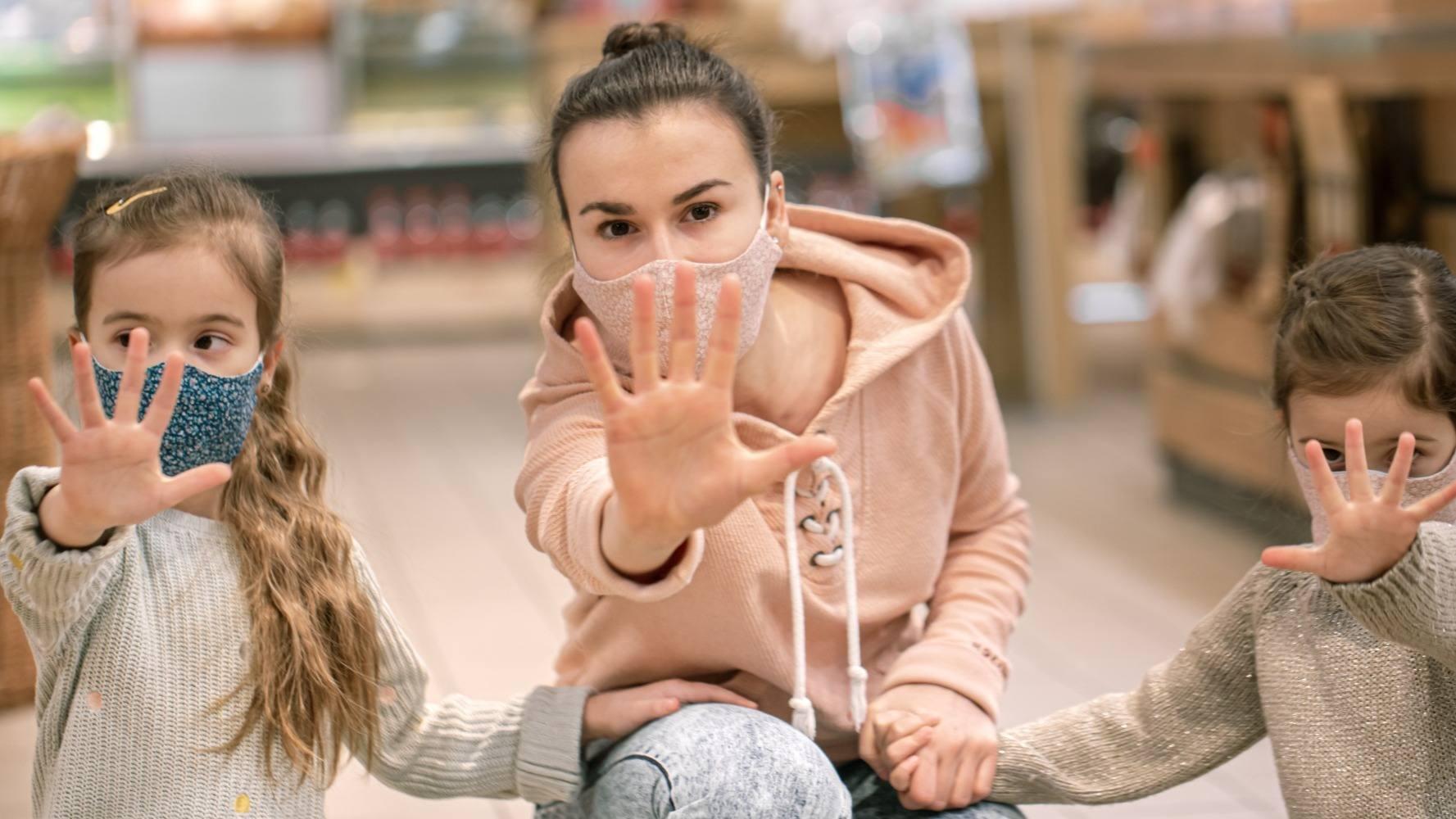 В Роспотребнадзоре объяснили, почему отказ обслуживать посетителей без масок в торговых объектах не является нарушением прав потребителей